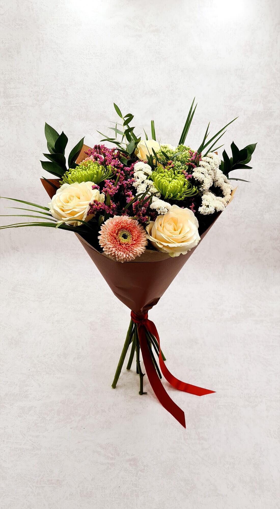 Rožės, chrizantemos ir gerberos