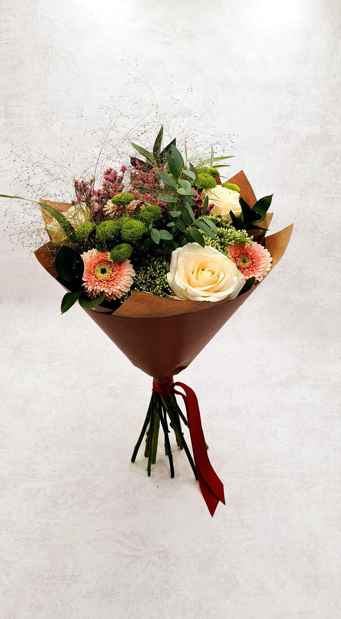 Rožės, gerberos ir santini